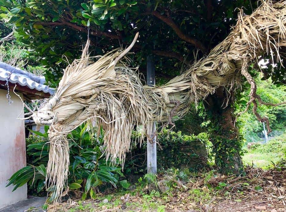 A Talented Japanese Artist Crafts Dragon Sculpture Out Of A